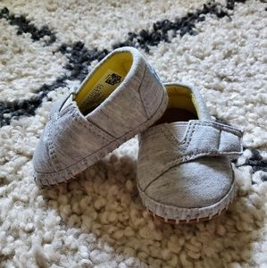 Tom's infant shoes